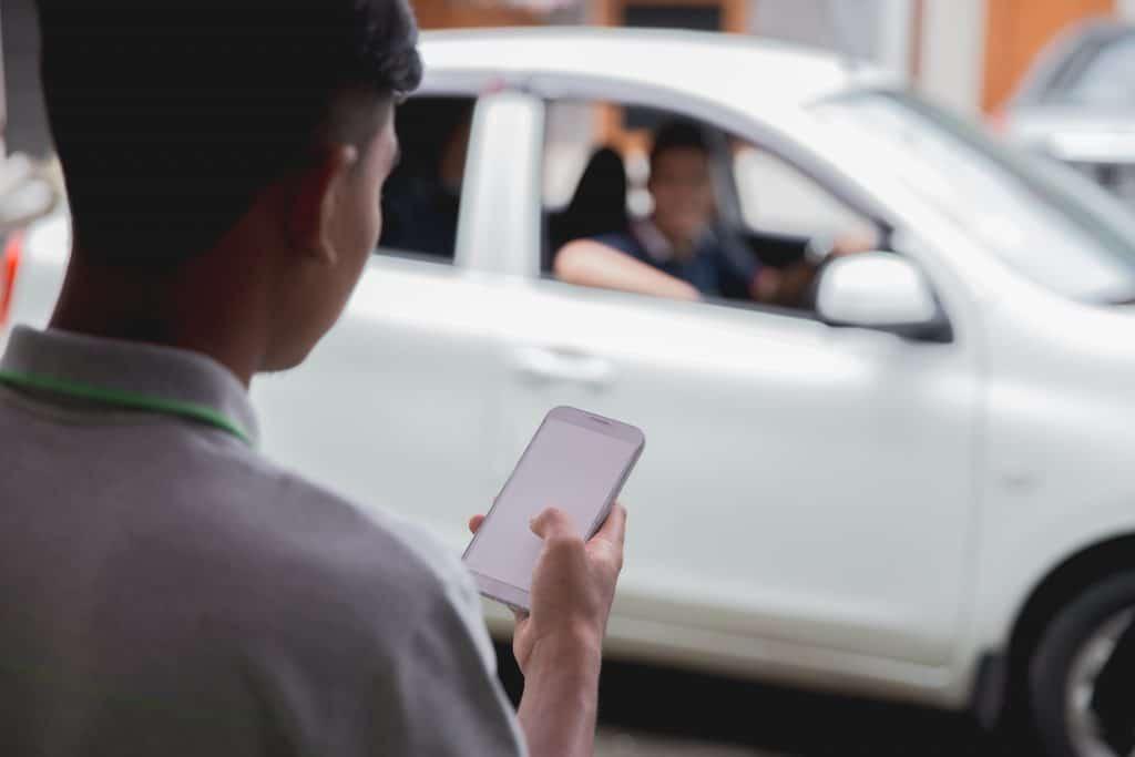 A man hailing a rideshare taxi
